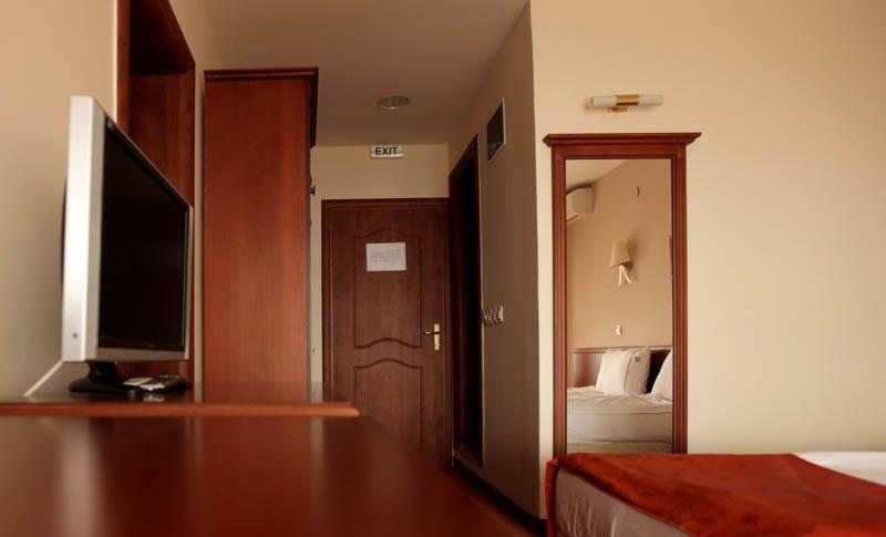 http://hotelbelvedere.com.mk/wp-content/uploads/2015/05/hotel_belvedere_ohrid_apartment-14.jpg