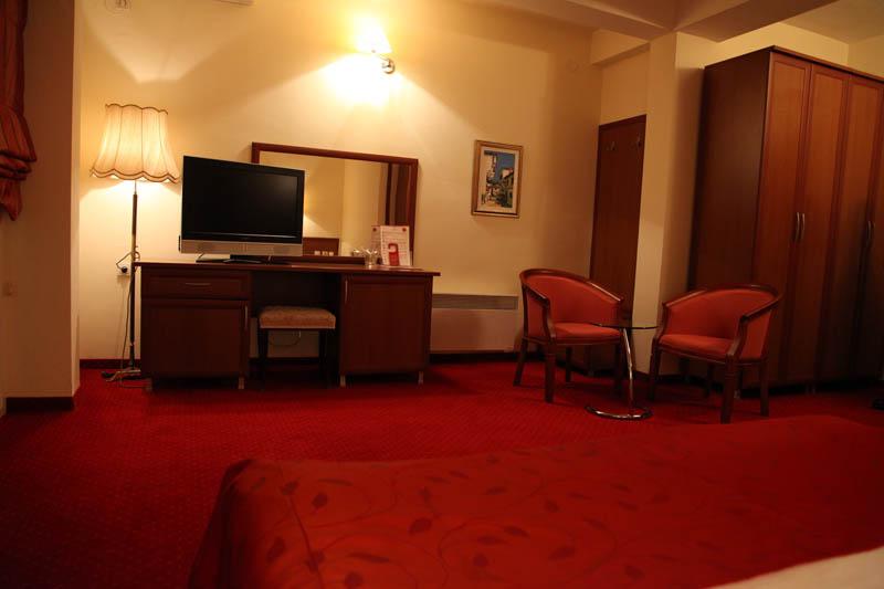 http://hotelbelvedere.com.mk/wp-content/uploads/2015/05/hotel_belvedere_ohrid_studio-13.jpg