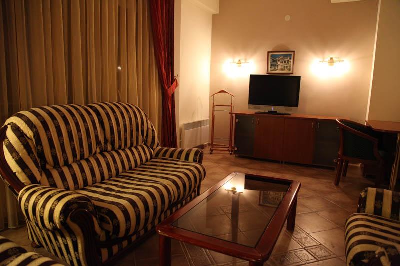 http://hotelbelvedere.com.mk/wp-content/uploads/2015/05/hotel_belvedere_ohrid_studio-8.jpg